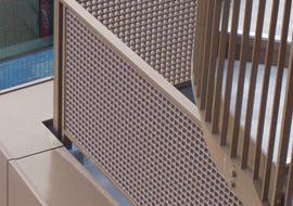屋上の手摺りにFRPグレーチングを使用した事例