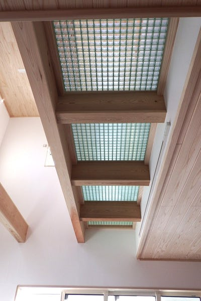 住宅の吹き抜け部分の2階に「FRPグレーチング」を設置した事例 (長野県佐久市 建築会社S様)