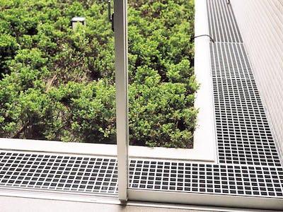 排水溝の蓋にFRPグレーチングを使用した事例
